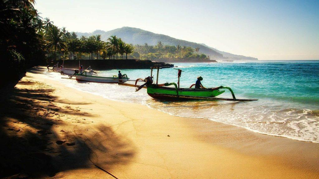 bali beach boats